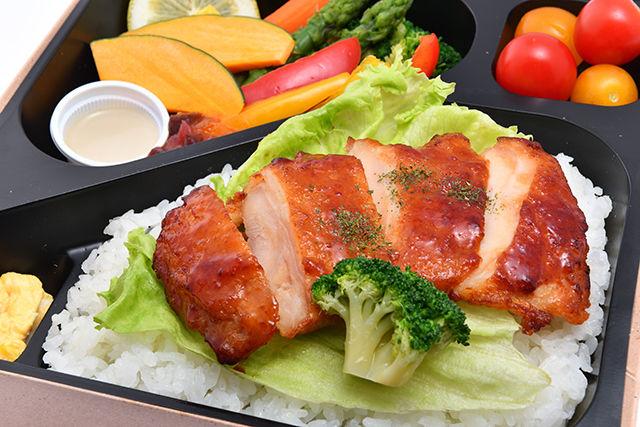 彩り野菜と照り焼きチキングリル